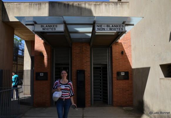 Musée de l'Apartheid – entrée white – non white